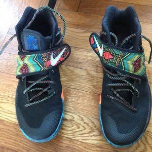 Nike sneakers kyrie BHM